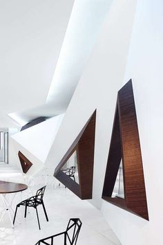 Dynamic Geometry Coffee Shops - Arthouse Cafe by Joey Ho Applies 3D Triangle Accents (GALLERY)