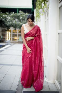 Beautiful Pictures Of Heroine Amala Paul In Stunning Saree Stills, Heroine Amala Paul Beautiful Photo Gallery. Heroine Amala Paul Hot In Saree. Amala Paul Latest Hot Photoshoot Stills Kaftan Designs, Saree Blouse Designs, Dress Indian Style, Indian Dresses, Indian Outfits, Saree Look, Pink Saree, Lace Saree, Sarees For Girls