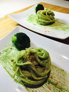 Spaghetti al pesto di broccoli e nocciole – Ricette veloci dopo lavoro –                                                     After work quick recipes