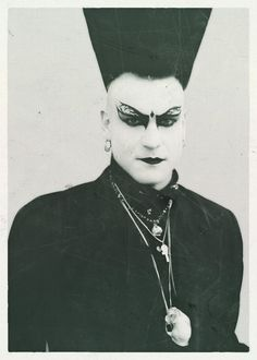 A gallery of the brave souls who carried the goth torch in the in all their dark, webby, eyelinered glory. 80s Goth, Punk Goth, Dark Fashion, Gothic Fashion, Metal Fashion, Dark Sider, Moda Punk, Mode Steampunk, Gothic Culture
