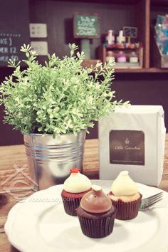Little Cupcakes 7 Degraves St, Melbourne, Vic 3000 Australia (61) 3 9077 0413 Mon-Fri 8.30am – 5.30pm Sat-Sun 9.30am – 5.30pm 其它分店(营业时间可能有