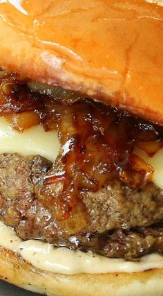 Perfect Burger World's Best Gourmet SlidersWorld's Best Gourmet Sliders Slider Burger, Burger And Fries, Beef Burgers, Veggie Burgers, Mini Burgers, Hot Dog Recipes, Hamburger Recipes, Ground Beef Recipes, Barbecue Recipes
