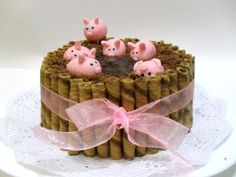 pigs on the chocolate mud cake =o) this is sooo cute! Cupcake Party, Cupcake Cakes, Cake Recipes, Dessert Recipes, Chocolate Mud Cake, Fondant, This Little Piggy, Cute Cakes, 2nd Birthday Parties