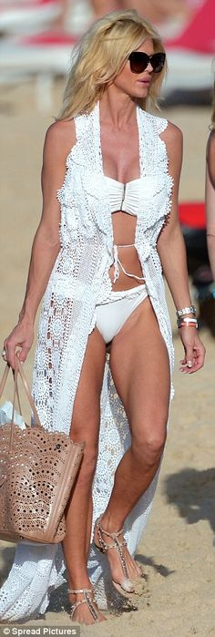 Hairs Sticking Out Of Bottoms Alessandra Ambrosio Displays