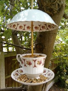 Upcycled vintage teacup and saucer birdfeeder Garden Crafts, Garden Projects, Home Crafts, Fun Crafts, Cup And Saucer Crafts, Diy Bird Feeder, Teacup Bird Feeders, Rustic Bird Feeders, Jardin Decor