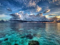 Maldives, lowest country on the planet. Maldives sinking is a great concern for the Maldivian people. What A Wonderful World, Beautiful World, Beautiful Places, Beautiful Sky, Beautiful Scenery, Peaceful Places, Simply Beautiful, Image Nature, All Nature