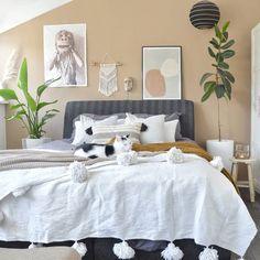 Zet deze planten op je werkplek en je wordt productiever - Alles om van je huis je Thuis te maken   HomeDeco.nl Floral Bedroom, Bungalow, Furniture, Home Decor, Everything, Decoration Home, Room Decor, Home Furnishings, Home Interior Design