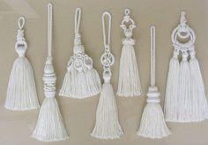 Best 12 Macramé knot tassel – /gunayyetim/bracol/ (Beautiful tassels this site!) BACK More – SkillOfKing. Macrame Art, Macrame Projects, Macrame Knots, Micro Macrame, Diy Tassel, Tassels, Diy And Crafts, Arts And Crafts, Macrame Patterns