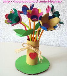 bouquet de fleurs avec les boîtes à œufs, et rouleau de papier wc pour le vase, explications sur mon blog