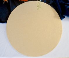 The Easiest DIY Plate Chargers Ever: No Sewing or Painting. Make 4 fabric chargers for less than $10 and in under 15 minutes. Learn how on penderandpeony.com Charger Plates, Plate Chargers, Wooden Chargers, Diy Wedding, Wedding Decor, Wedding Ideas, Diy Thanksgiving, Gold Diy, Jar Gifts