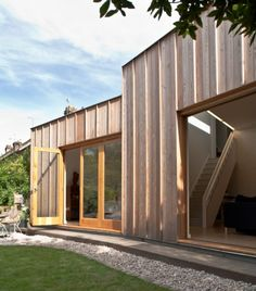 Timber Fin House / Neil Dusheiko Architects | ArchDaily