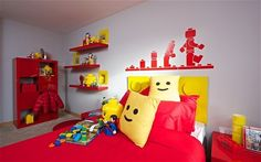 Lego bedroom decor - What you think about this idea for child room decorating? Loved us. If your children love playing with Lego pieces, why not create Lego Bedroom Decor, Bedroom Themes, Kids Bedroom, Bedroom Ideas, Boy Bedrooms, Lego Design, Casa Lego, Lego Room, Boy Room