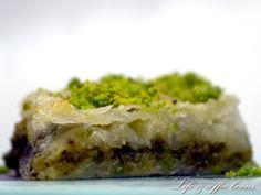 Baclava cu fistic/Baklava with pistachios Pistachio Baklava, English Food, Pistachios, Spanakopita, Foods, Ethnic Recipes, Desserts, Blog, Food Food