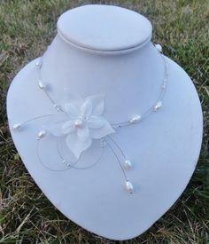 collier de mariée perles d'eau douce, perles de crystal et fleurs de soie ivoire