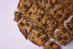 These Vegan Coffee Almond Chocolate Oat Bars are made with almond butter and oats with dark chocolate chunks for the perfect tea time snack. Use GF oats to make them Gluten Free What Are Organic Foods, Almond Chocolate, Tea Time Snacks, Oat Bars, Create A Recipe, What To Cook, Almond Butter, Meals For The Week, Tray Bakes