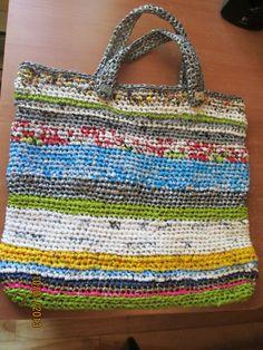 sac crocheté avec des lanières de sacs de plastique. Chantal Laroche automne 2013.