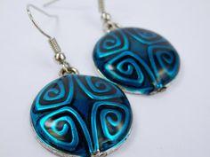 Ohrringe blau Metallic mit Muster  Anhänger aus von ArtJewelryFun