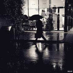 雨降り金曜日の もにもに  颯爽と 華麗に いきたいけど とりあえず こけないよに 気をつけましょ(笑)  #ほんまちあるき  by mon_ami_2000