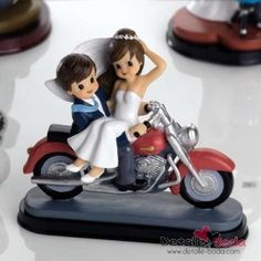 pastel Rocio y Pedro Motocross Wedding, Wedding Cake Toppers, Wedding Cakes, Happy Anniversary Wedding, Our Wedding, Dream Wedding, Cute Cartoon Characters, Wedding Gift Wrapping, Cake Images