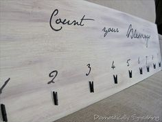 """Count your Blessings"" Photo Display with mini clothes pins - Tutorial Homemade Gifts, Diy Gifts, Best Gifts, Crafts To Do, Crafts For Kids, Photo Wall Decor, Hanging Photos, Sign Quotes, Sign Sayings"