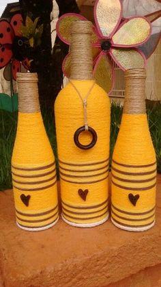 Yarn Bottles, Empty Wine Bottles, Bottle Candles, Wine Bottle Art, Painted Wine Bottles, Diy Bottle, Wrapped Wine Bottles, Bottles And Jars, Jar Crafts