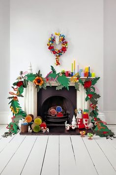 Get the Look: 11 Creative Ways to Decorate with Garland for Christmas – Holiday Decorations Primitive Christmas, Etsy Christmas, Noel Christmas, Little Christmas, All Things Christmas, Winter Christmas, Vintage Christmas, Christmas Ornaments, Christmas Fashion