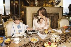 Donald Trump, Melania Trump and their son Barron Trump pose at their home in New York City. Trump Melania, Donald Und Melania Trump, First Lady Melania Trump, Donald Trump Family, Donald Trump House, Milania Trump Style, First Lady Of America, Malania Trump, Trump Home