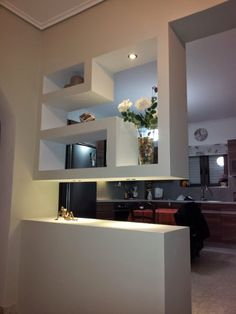Αποτέλεσμα εικόνας για διαχωριστικα κουζινας με γυψοσανιδα Home Kitchens, Floating Shelves, My House, New Homes, Windows, Interior Design, Mirror, Wall Partition, Plasterboard