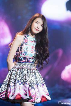 She also looks good without a dress Iu Fashion, Korean Fashion, Womens Fashion, Iu Chat Shire, Korean Dress, Stage Outfits, Celebs, Celebrities, Korean Singer