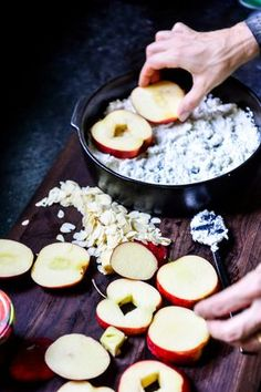 Appeltjes in de oven Delicious Desserts, Dessert Recipes, Yummy Food, Tapas, Snacks Für Party, Happy Foods, Healthy Sweets, Food Inspiration, Love Food