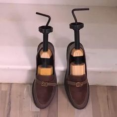 Your Shoes, New Shoes, Dress Suits For Men, Shoe Stretcher, Go Bags, Homemade Tools, Cool Inventions, Useful Life Hacks, Diy Cleaning Products