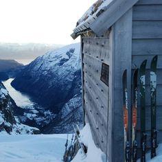 Hvem ville du tatt med hit?   Kiellandbu | Foto: Jenny Tøn / DNT  #utno #turistforeningen #fjellvett  #visitnorway #liveterbestute #nature #bergsdalen #travel