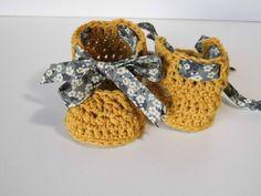 Gestrickte Booties, Knitted Booties, Newborn Crochet, Crochet Baby Booties, Love Crochet, Crochet For Kids, Crochet Designs, Crochet Patterns, Crochet Tutorial