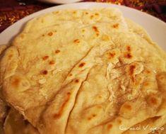 Pan árabe: un rapidísimo pan en sartén   Caracol Viajero Lunch Recipes, Cooking Recipes, Healthy Recipes, Finger Food Appetizers, Finger Foods, My Favorite Food, Favorite Recipes, Bread Cake, Arabic Food