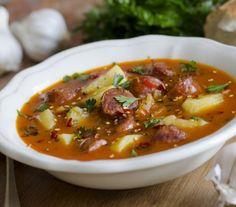 Zupa ziemniaczana z chorizo i czosnkiem - Przepisy.Prosta, aromatyczna hiszpańska zupa z regionu Rioja Zupa ziemniaczana z chorizo i czosnkiem to przepis, którego autorem jest: Magda Gessler