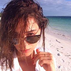 Cansu Dere #cansudere #turkish #actress #model #beauty #queen #idol #ezel #sila #tv #style #fashion #instagram #africa #beach #sea #ocean #travel Dere, Love Me Forever, Turkish Actors, Kenya, Pilot, Sunglasses Women, Actresses, Selfie, Beach
