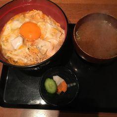 究極の親子丼 七星明先生のおごりで お昼頂きました() ウマーでしたよ(_-)