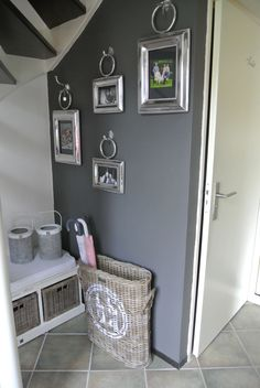 Gray Cozy Cottage - Entryway