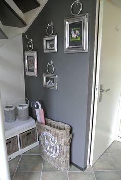 Gray Cozy Cottage - Entryway
