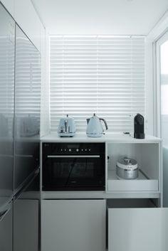 옥수동 래미안 옥수리버젠 24평 인테리어 by 샐러드보울디자인 : 네이버 블로그 Decor, Home Appliances, Interior, Home, Kitchen Cabinets, Cabinet, Curtains, Kitchen, Blinds