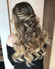 Pretty Half up half down hairstyles - partial updo wedding hairstyle is a great options for the modern bride from flowy boho and clean contemporary,half down half up braided hairstyle with curls,alf up half down straight hair Cool Braid Hairstyles, Best Wedding Hairstyles, Great Hairstyles, African Hairstyles, Protective Hairstyles, Down Hairstyles, Straight Hairstyles, Hairstyle Ideas, Bridal Hairstyle
