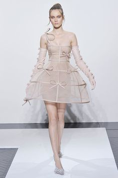 Valentino Fall 2010 Couture - Runway Photos - Fashion Week - Runway, Fashion Shows and Collections - Vogue Haute Couture Style, Couture Fashion, Diy Fashion, Runway Fashion, Trendy Fashion, Ideias Fashion, Fashion Show, Fashion Dresses, Fashion Design