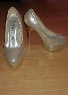 Kup mój przedmiot na #vintedpl http://www.vinted.pl/damskie-obuwie/na-wysokim-obcasie/9861498-zlote-czolenka-platforma-brokat