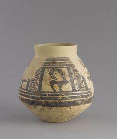 Tepe Sialk III   Vase à décor de bouquetins séparés par des bandes et des lignes brisées  Début du IVe millénaire avant J.-C., période III, niveau 7  Colline sud Terre cuite peinte