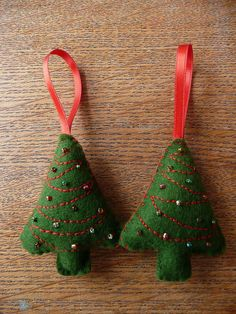 Christmas Tree Felt Ornament - I could make them blank and let the kids decorate with glitter glue and sequins.