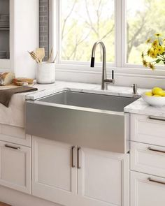 Discover the top-rated farmhouse sinks for your beach home. sink kitchen stainless farm house Farmhouse Sinks and Farm Sink Ideas - Farmhouse Goals Stainless Steel Farmhouse Sink, White Farmhouse Sink, Farmhouse Bathroom Sink, Fireclay Farmhouse Sink, Copper Farmhouse Sinks, Farmhouse Ideas, Farm Sink Kitchen, Kitchen Sink Faucets, Rustic Kitchen