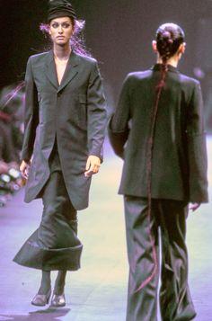 Comme des Garçons Fall 1992 Ready-to-Wear Fashion Show - Yasmeen Ghauri