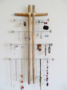 Porte bijoux mural en bambou naturel et acier taille XL de la boutique PorteBijouxSylsun sur Etsy