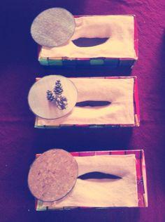 Voeldozen gemaakt uit zakdoek dozen