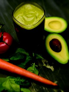 Create Salad in a Glass – Salad Smoothie Recipe. Ingredients:  1 tomato  ½ avocado (peeled & pitted)  1 carrot  2 cup spinach  ½ tsp. tarragon vinegar  3 tbsp. cilantro leaves  1 cup ice